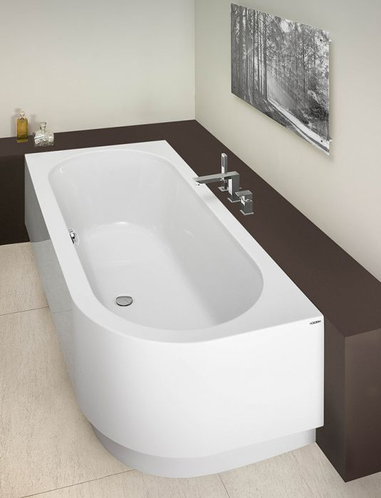 Image shows bathtub with integrated apron